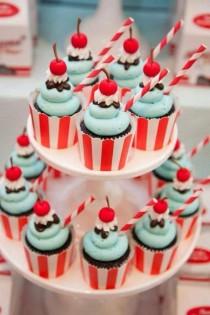 wedding photo - Cupcakes for a Rockabilly Theme