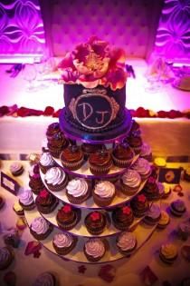 wedding photo - Beautiful Cupcakes and Cake