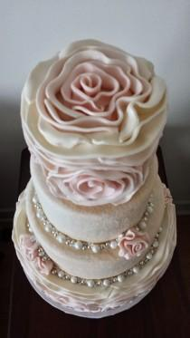 wedding photo - Large Rosette Winter Wedding Cake