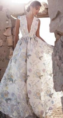 wedding photo - Fashionable Gown