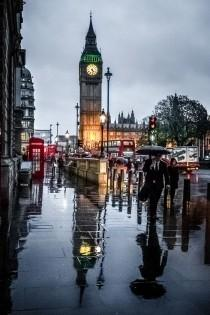 wedding photo - London in the Rain - Romantic Destination