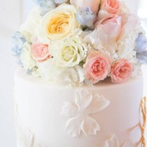 wedding photo - Eden Cakes And Cupcakes  The Perfect Marriage Of Beautiful Fresh Whipped Buttercreams And Fresh Blooms .