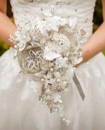 wedding photo - A Non-Traditional Bridal Bouquet