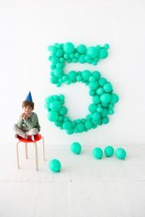 wedding photo - Giant Balloon Number DIY