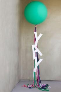 wedding photo - DIY Giant Balloon Messages