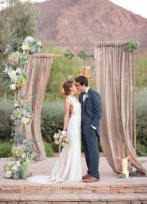 wedding photo - Stunning Wedding Backdrops