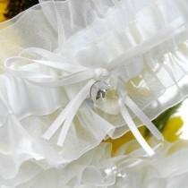 wedding photo - Lg Swarovski Heart Garter (bb)
