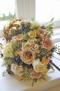 wedding photo - 18 Fall Wedding Bouquets For Autumn Brides