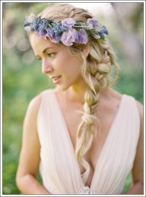 wedding photo - 35 Beautiful Flower Crown Designs And Types