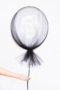 wedding photo - Fun Party Balloon DIYs