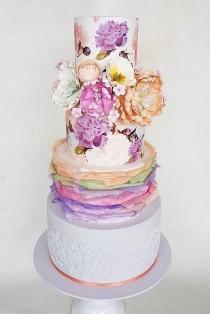 wedding photo - Elegantly Colored Wedding Cake