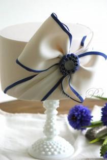 wedding photo - My Fair Lady Inspired Cake