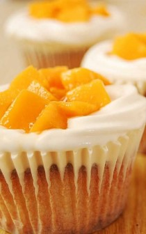 wedding photo - Mango Cream Cheese Cupcakes