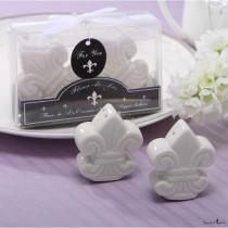 wedding photo - Beter Gifts® Flower-du-luce Pepper Shaker Wedding Favor