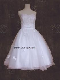 wedding photo - 50s Retro Bombshell Style Tea Length Wedding Gown with Daisy Flowers