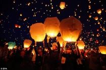 wedding photo - 10 pcs White Paper Chinese Lanterns Sky Fly Candle Lamp for Wish Party Wedding