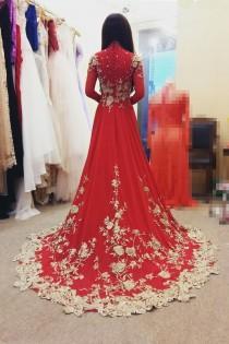 wedding photo - Cô Dâu Thử Áo Dài Cưới Đỏ Kết Ren Vàng Đồng Tại Shop