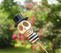 wedding photo - The Walking Dead Day of the Dead Lapel Pin Groom Groomsmen Rockabilly Wedding Cream skull Top Hat Skull