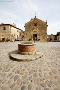 wedding photo - Panoramio - Photo Of Monteriggioni - Piazza