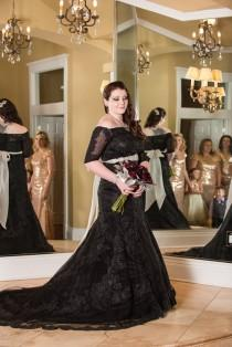 wedding photo - Want to stand out in a dark wedding dress? Have your crew wear light colors!