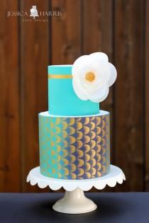 wedding photo - Gold Metallic Fondant Stripe Tutorial