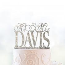 wedding photo - Glitter Mr and Mrs Cake Topper with Linked Rings, Personalized Last Name Wedding Topper, Custom Wedding Cake, Elegant Cake Topper- (S026)