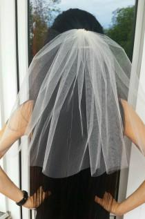 wedding photo - Bachelorette party 1-tier Veil IVORY, short length. Bridal shower veil, bachelorette veil, hen party veil, bride to be veil, idea, gift