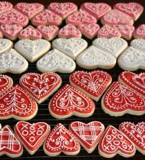 wedding photo - Valentine Heart Cookies Tutorial