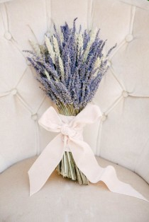wedding photo - 13 Alternative Wedding Bouquet Ideas