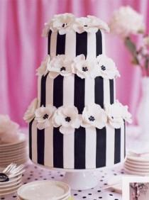 wedding photo - Black And White Wedding Cakes Photograph