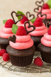wedding photo - Dark Chocolate Cupcakes With Raspberry Buttercream Frosting