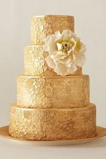 wedding photo - 51 Reasons To Shower Your Wedding In Gold