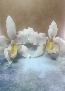 wedding photo - Cattleya Orchids ~ Gum Paste Flowers ~ Sugar Flowers ~ Sugar Orchids ~ Orchid wedding cake topper