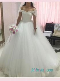 Beautiful Fairytale Princess Tulle Wedding Ball Gownsweetheart Neckline With Lace Overlay Bodice And Off Shoulder Sleevespuffy Layered Bottom