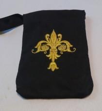 wedding photo - Metallic Embroidered Wristlet