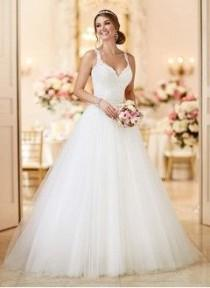 wedding photo - Ball-Gown V-neck Court Train Tulle Wedding Dress With Appliques Lace