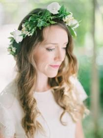 wedding photo - Organic Capri Wedding In Green And White - Weddingomania