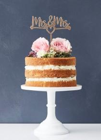 wedding photo - 10 Unique Wedding Cake Toppers