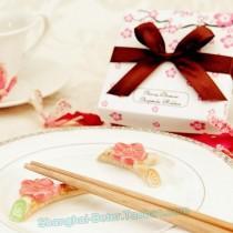 wedding photo - Beter Gifts®  闺蜜单身派对 快嫁 婚礼小物TC004樱花筷架 酒店俱乐部来宾礼物