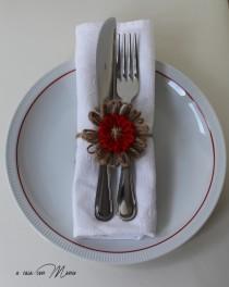 wedding photo - Fiore chiudi pacco, flower gift tag, segnaposto, ferma tovagliolo, fiore decorazione, filo di canapa, lana rossa, lamè yarns, made in Italy