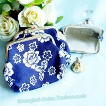 wedding photo - Beter Gifts® Cherry Blossom White And Cobalt Blue Coin Purse BETER-HH066 http://item.taobao.com/item.htm?id=520957088880