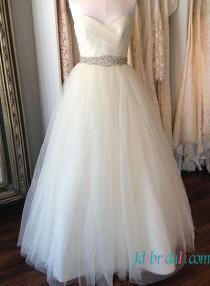 wedding photo - Simple sweetheart neck tulle wedding dress