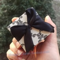 wedding photo - Beter Gifts® Black and White Damask Cube Candy Favor Box BETER-TH000