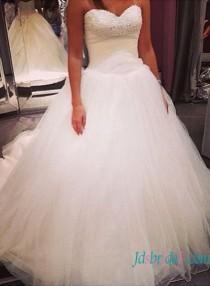 wedding photo - Strapless beading detailed princess tulle wedding dress