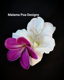 wedding photo - WHITE Real Touch HIBISCUS, Hair clip, Tropical Flower, Headpiece, Silk Flower, Bridal hair flower, Hawaiian, wedding, hair piece, Beach
