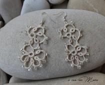 wedding photo - Orecchini in pizzo chiacchierino, lace tatting earrings, beige, orecchini pendenti, bijoux, regali per lei, fatto a mano, made in Italy