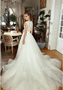 wedding photo -  Beading Applique Strap Sweetheart Wedding Dresses Lace Applique Tulle Organza Bridal Gown A-Line Illusion Backless Wedding Dress 2017 New Lace Luxury Illusion Onlin