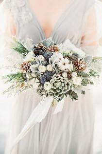 wedding photo - The Best Flowers For Winter Weddings