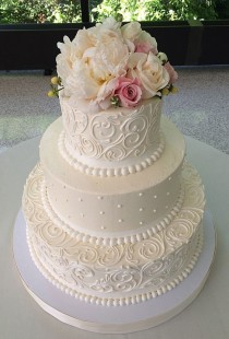 wedding photo - Gorgeous Floral Cake