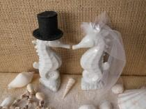 wedding photo - Beautiful Adorable White Tropical Kissing Seahorse Ceramic Wedding Cake Toppers Beach Seashore Coastal Centerpiece Destination Weddings
